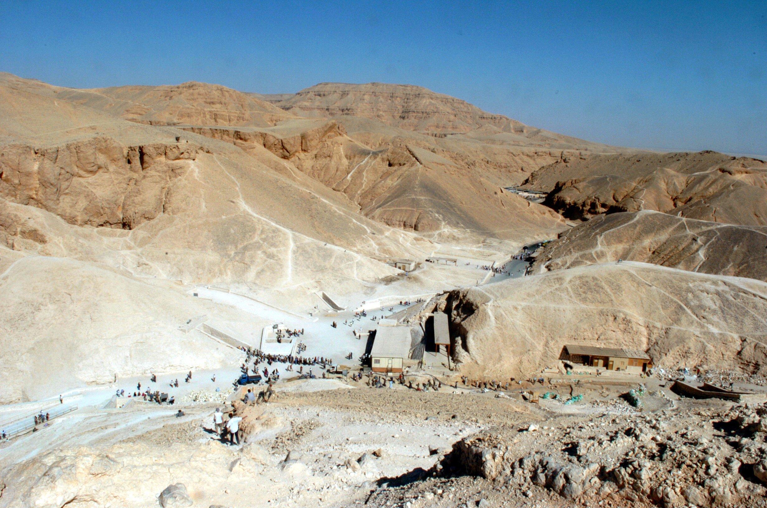Das Tal der Könige bei Luxor in Ägypten: Die sterblichen Überreste von Nofretete wurden trotz aller Grabungen hier noch nicht gefunden. Aktuell wird spekuliert, ob sie sich möglicherweise hinter der Grabkammer Tutanchamuns befinden. Es wäre ein Jahrhundertfund.
