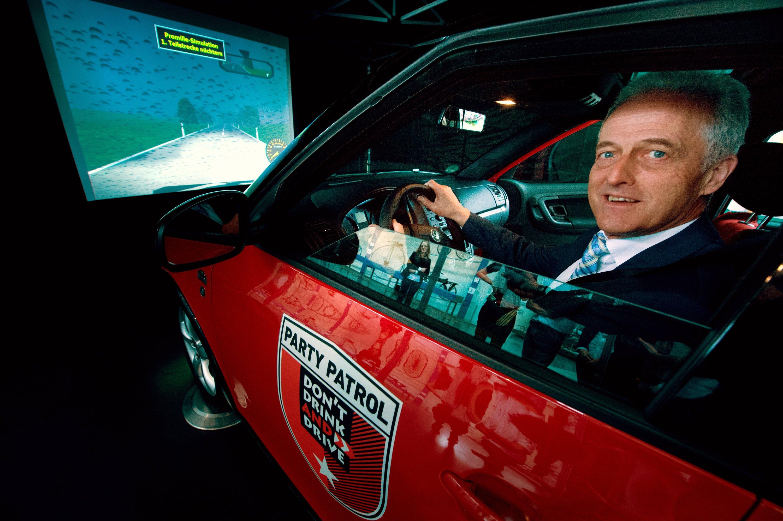 Der frühere Bundesverkehrsminister Peter Ramsauer (CSU) wirbt 2013 in München dafür, beim Autofahren grundsätzlich auf Alkohol zu verzichten.