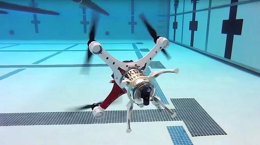 Loon Copter im Tauch-Modus: Die Propeller der Drohne, die natürlich auch durch die Luft fliegen kann, funktionieren wie Schiffschrauben, die der Pilot einzeln ansteuert.