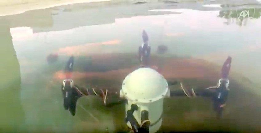 Mal wieder unter Wasser: der unbemannte Quadcopter Cracuns.