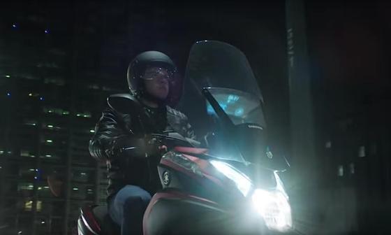 Würde das Smart Windshield Motorradfahren tatsächlich sicherer machen? Kritiker bezweifeln das und halten das Gadget selbst für eine gefährliche Ablenkung.