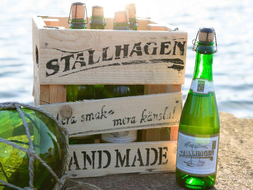 Die finnische Brauerei Stallhagen braut das 175 Jahre alte Bier nach. Die erste Flasche versteigerte sie für 850 Euro.