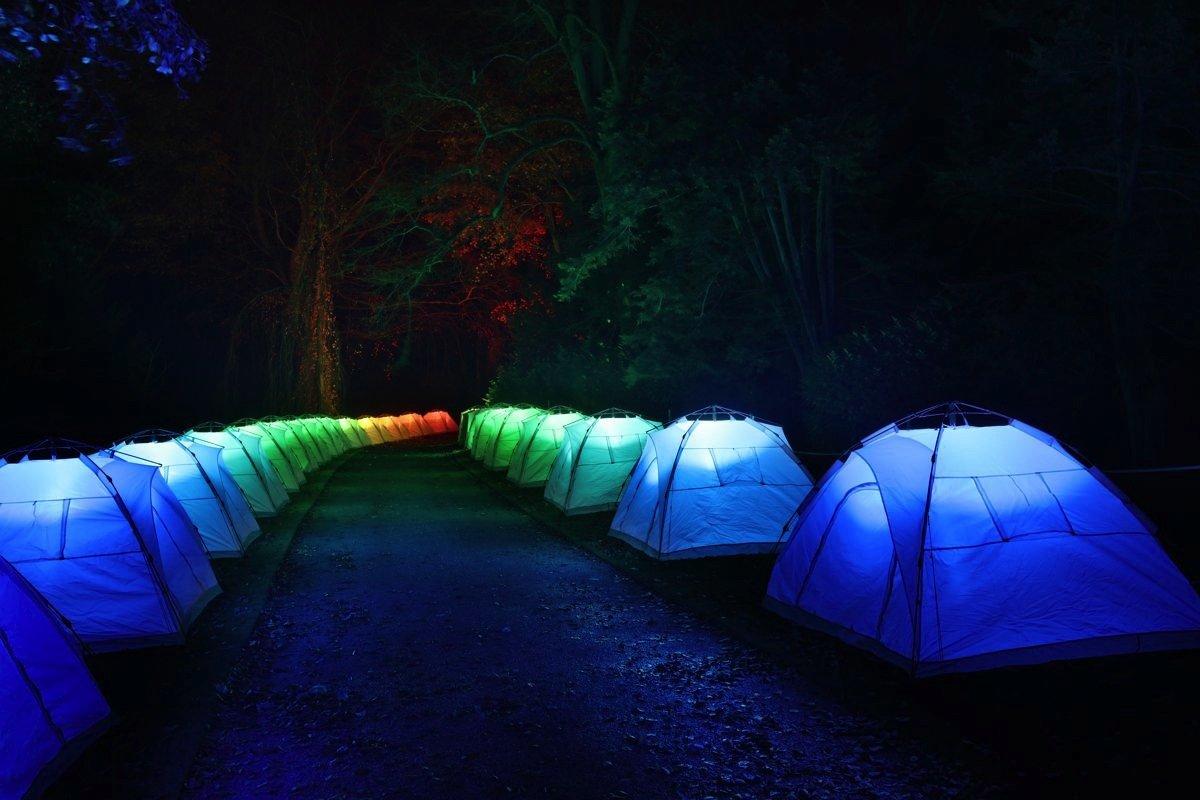 S.O.S.: Bei diesem Werk setzt Bruce Munro Iglu-Zelte ein.