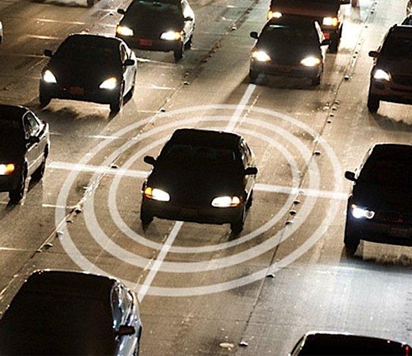 Eine kabellose Kommunikation über kürzere Strecken bietet das vom Unternehmen Savari entwickelte V2X-System.