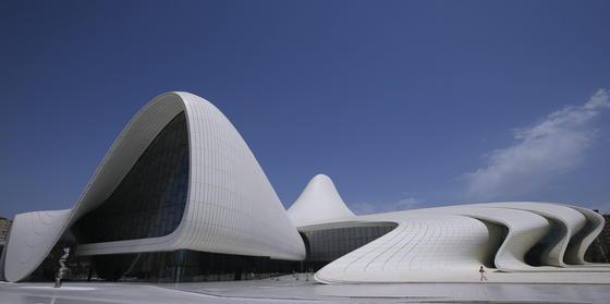 Heydar Aliyev Center: Die Aufnahme zeigt das Kulturzentrum in Baku (Aserbaidschan) im Juni 2015.