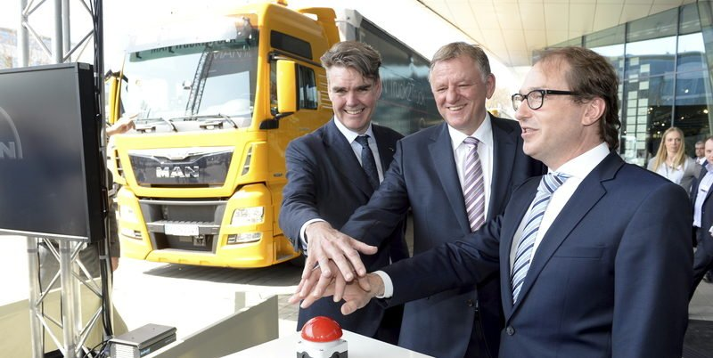 Fast ohne Abstand: Sechs Lkw-Konvois fahren fast automatisch nach Rotterdam