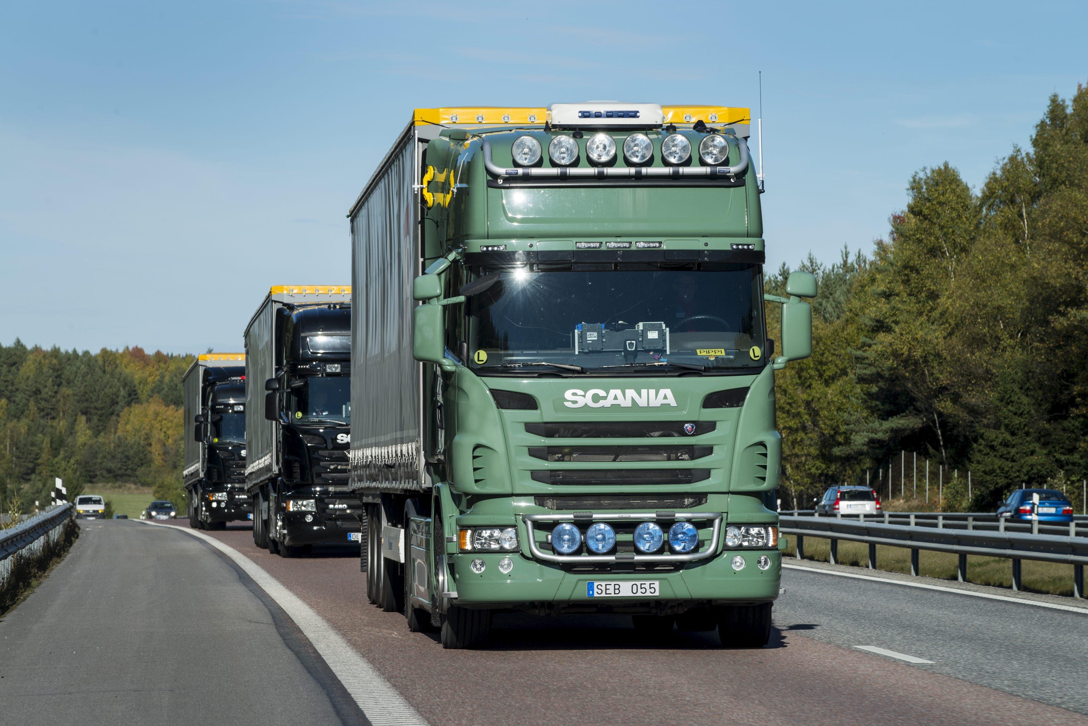 Scania-Trucks im Platooning-Konvoi: Derzeit sind Trucks vonDaimler, MAN, Scania, Volvo, DAF und Iveco in Konvois unterwegs nach Rotterdam, um das Platooning im normalen Verkehr zu testen.