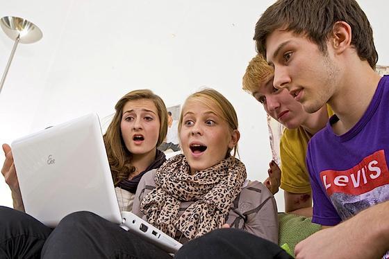 Jugendliche tappen besonders schnell in Abofallen. Auch vor Viren und Trojaner sind sie kaum geschützt.