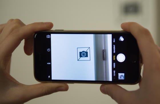 Fotografierverbot: Das zu kontrollieren dürfte künftig schwierig sein, wenn es ersteinmal Kontaktlinsen mit integrierter Kamera auf dem Markt geben wird.