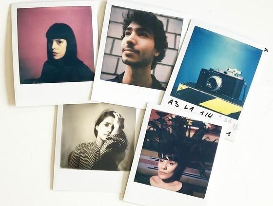 """Sie ist zurück, die analoge Fotografie: Gleiche mehrere """"Polaroid""""-Kameras sind auf dem Markt. Nur der Sofortbild-Pionier Kodak hat sich aus dem Markt verabschiedet."""