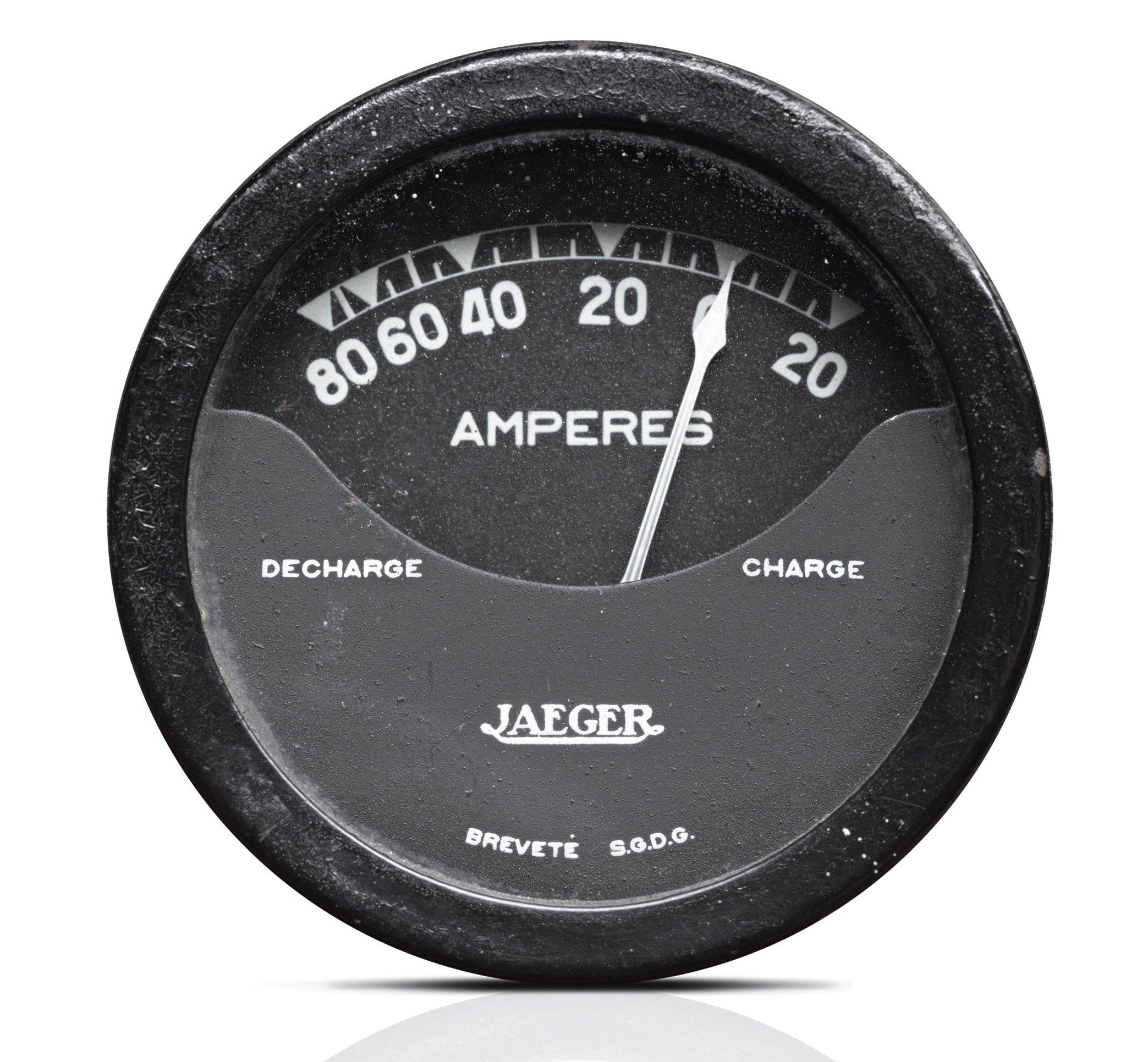 Rund 80 km weit kam der Peugeot VLV mit einer Batterieladung. Die Akkus wiegten 160 kg bei einem Gesamtgewicht des Autos von nur 350 kg.