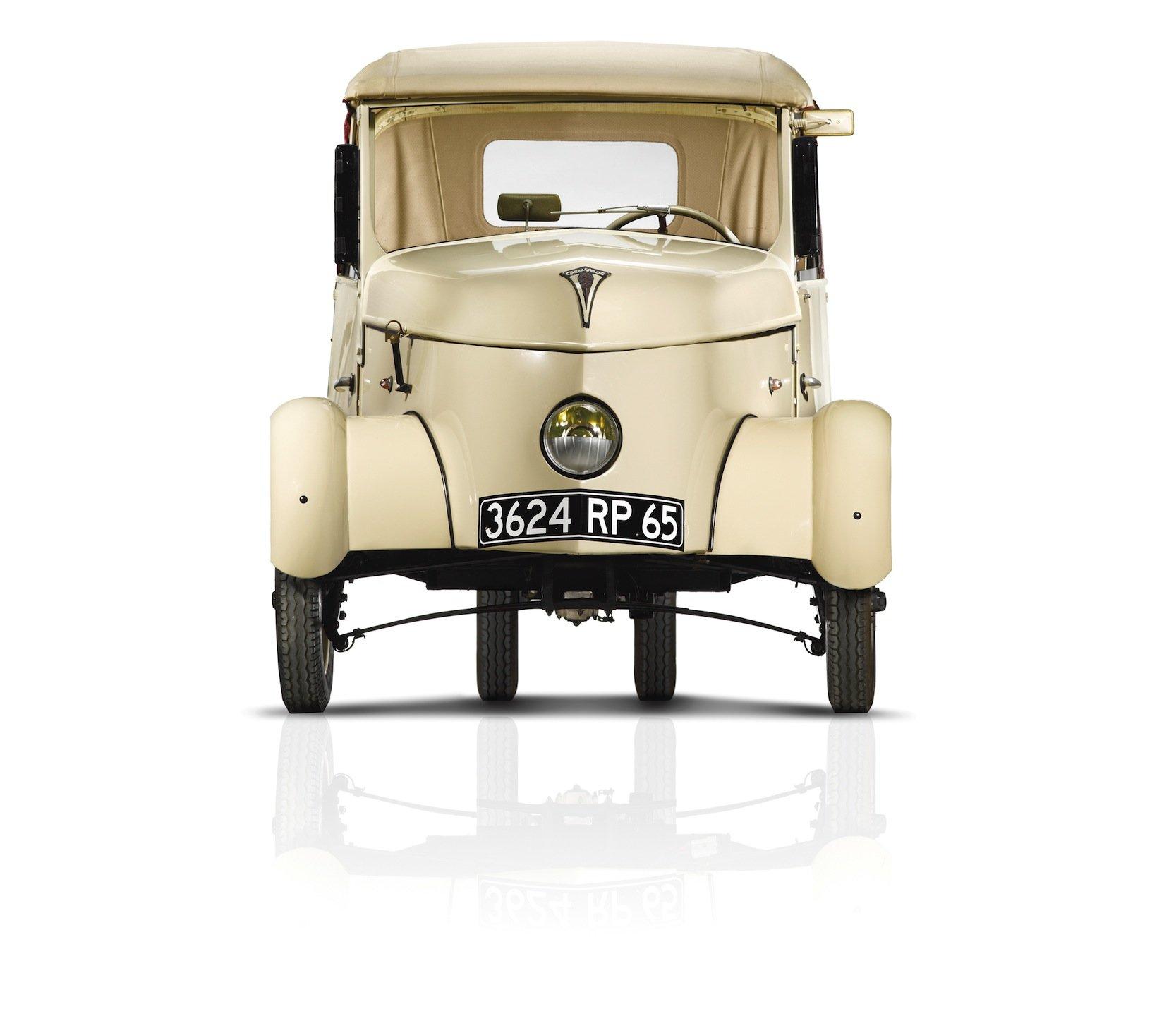 Der Peugeot VLV hatte nur einen Frontscheinwerfer – natürlich mit gelbem Licht – und vorne einen breiteren Radstand als hinten.