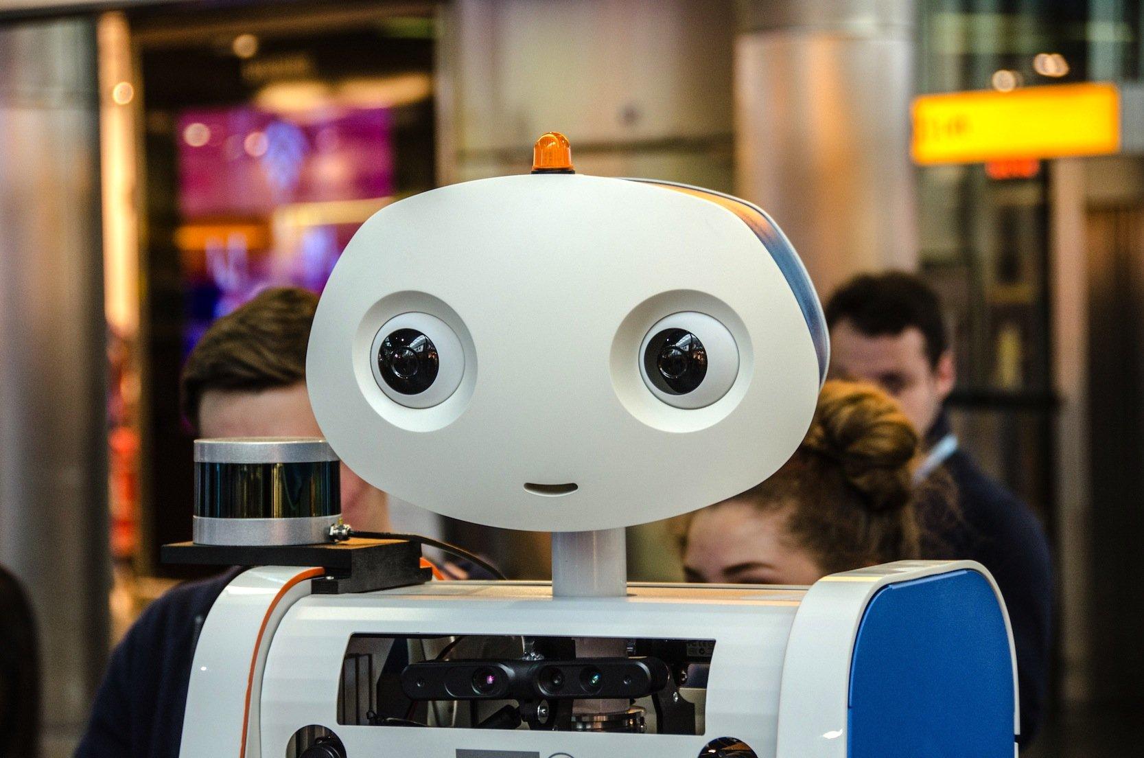 Der Roboter Spencer ist mit zwei 2D-Laserscannern, einem 3D-Laserscanner bestückt und hat gleich vier Asus Tiefendetektoren an Bord. Zudem verfügt er über zwei Stereokameras und einen Berührungssensor.