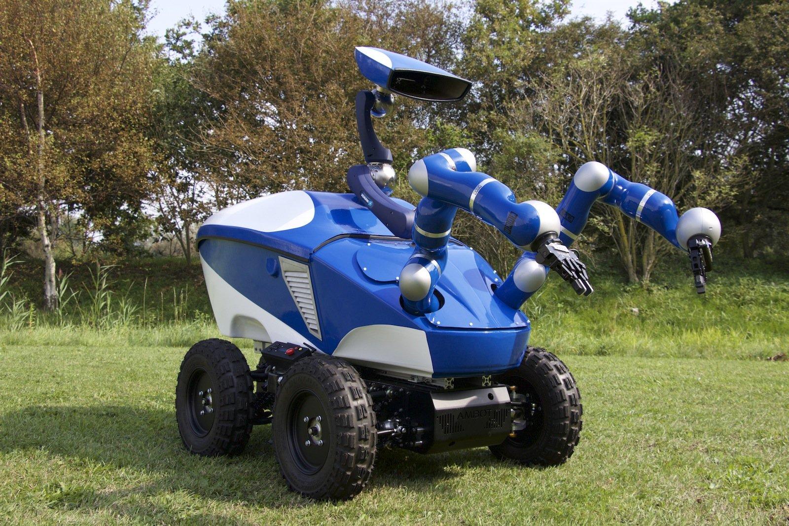ISS an Erde: Roboter Centaur lässt sich über eine Distanz von mehr als 400 Kilometern präzise fernsteuern. Hochsensible Sensoren ermöglichen die Übertragung haptischer Tasterfahrungen ins Weltall.
