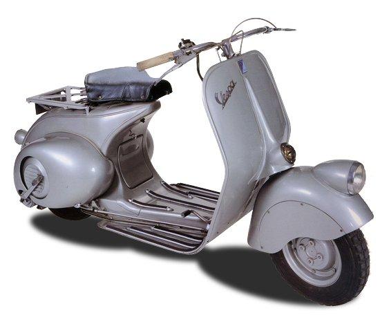 Die erste Vespa aus dem Jahr 1946: Bis heute hat sich die Form des Rollers nicht wesentlich verändert. Die Vespa wird am Wochenende 70 Jahre alt.