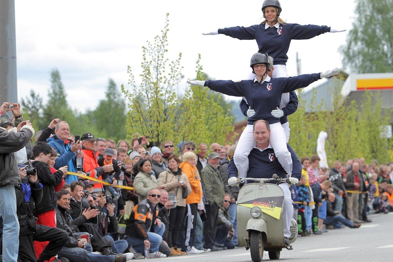 Am Wochenende wird in der Toskana mit Ausfahrten und Akrobatik der 70. Geburtstag der Vespa gefeiert.