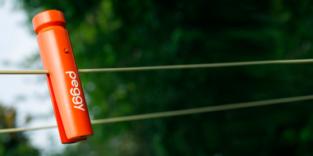 Smarte Wäscheklammer rettet die Wäsche auf der Leine vor dem Regen