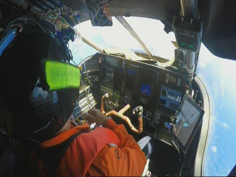Im engen Cockpit kann Piccard auf seinem 62-Stunden-Flug zwischendurch maximal 20 Minuten am Stück schlafen.