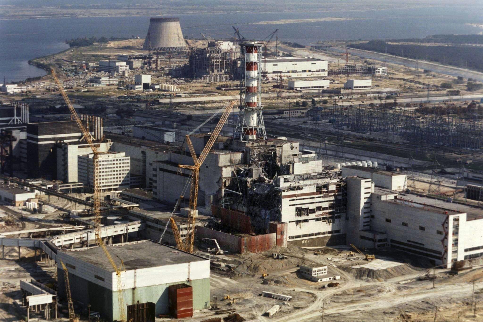 Reparaturarbeiten am explodierten ukrainischen Atomkraftwerk Tschernobyl (Aufnahme vom 1. Oktober 1986). Auch 30 Jahre nach der Atomkatastrophe von Tschernobyl sind heimische Pilze und Wildfleisch teils noch hoch radioaktiv belastet. Bundesweit am schlimmsten vom Fallout betroffen war Bayern.