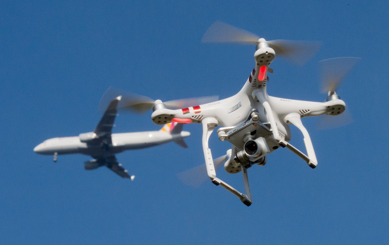 Immer häufiger kommt es im Flugraum zu Beinahe-Unfällen mit Drohnen.