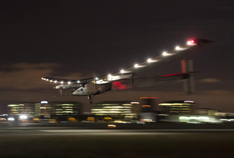 Landung der Solar Impulse 2 auf dem Moffet Airfield in Mountain View.