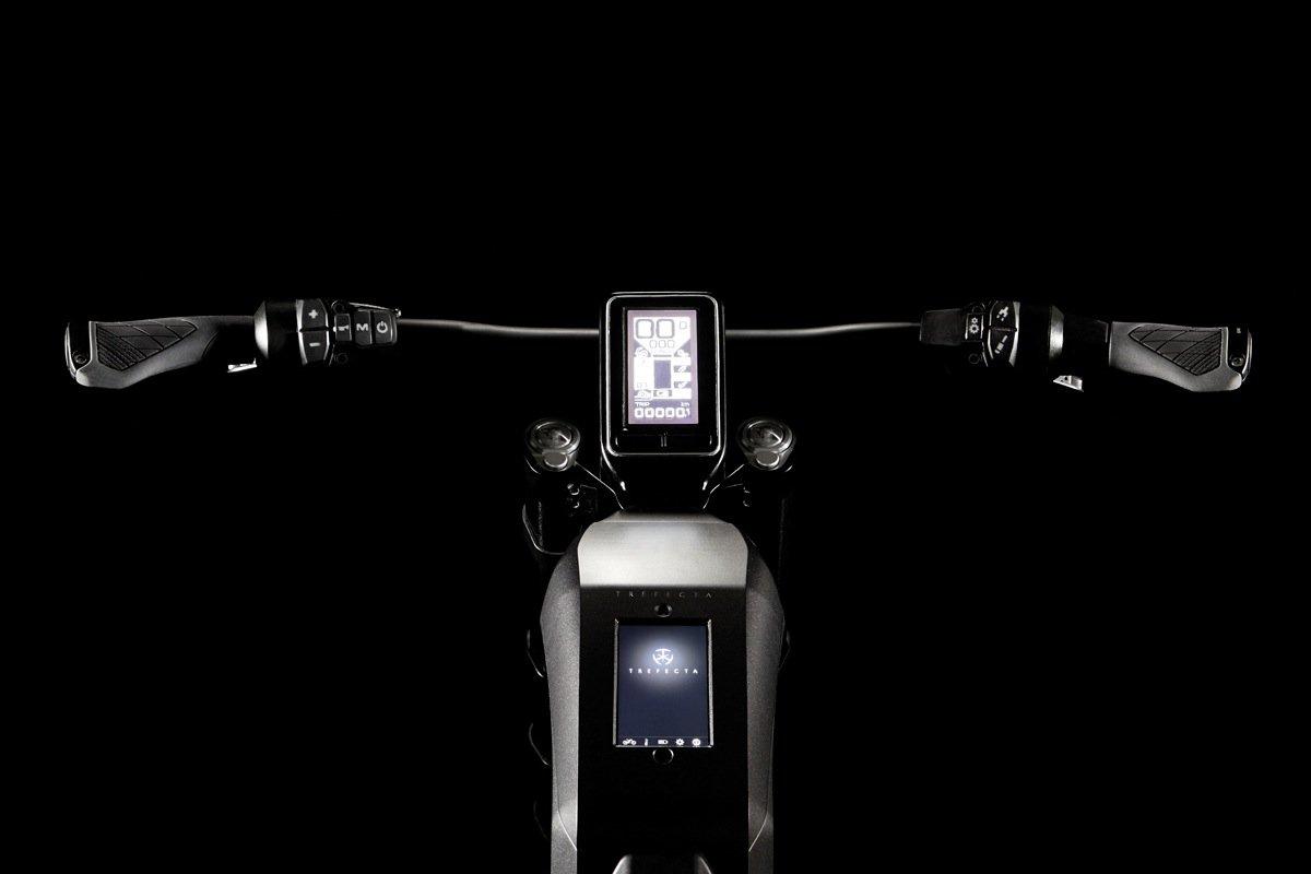 Geschwindigkeit, Distanz, Reichweite, Gang und Batteriestand werden in Verbindung mit einer App angezeigt.