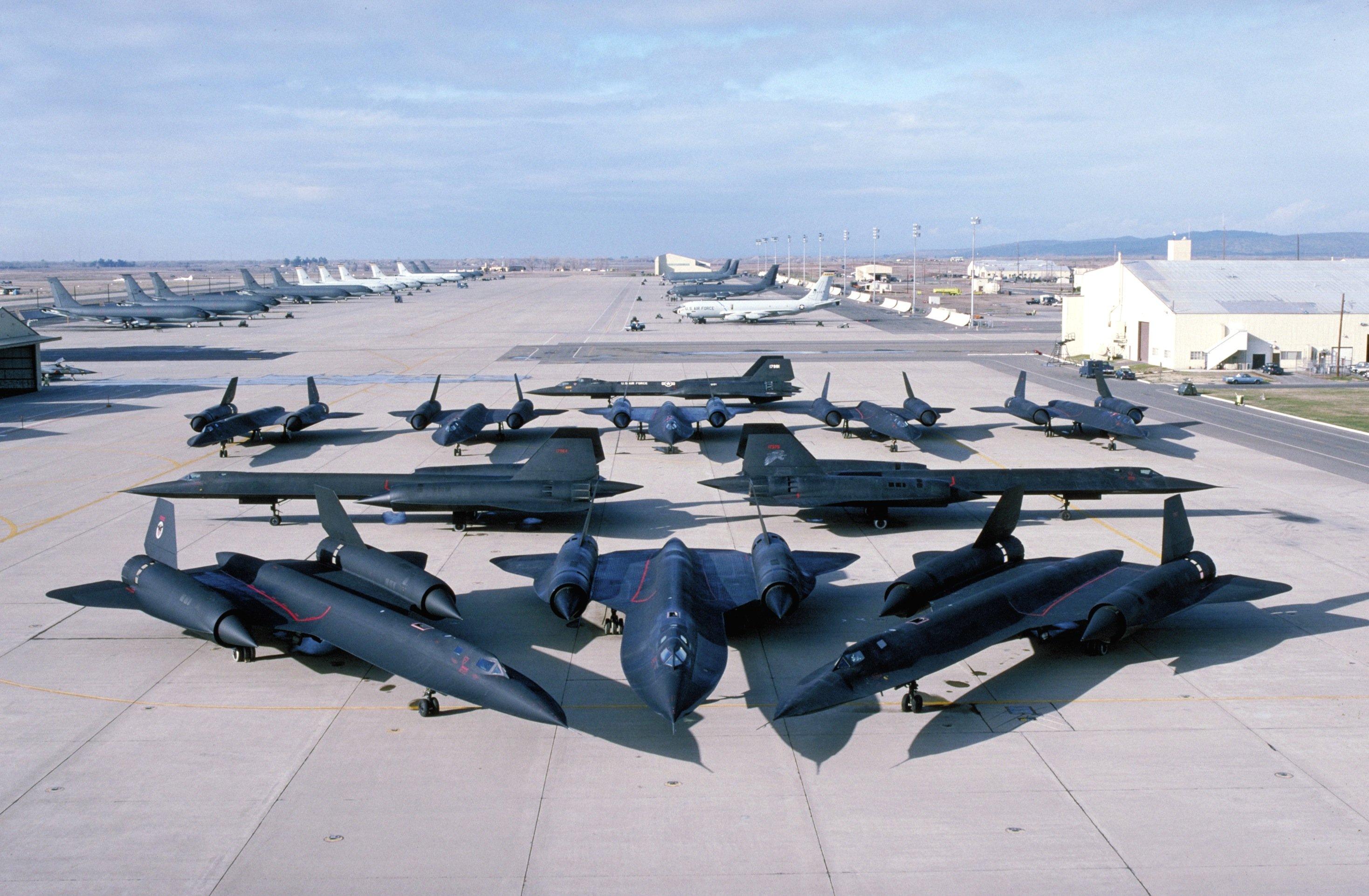 Auch der Vorgänger der SR-72, das Aufklärungsflugzeug SR-71, war sehr schnell. Er wurde bis1999 von der US Air Force geflogen und erreichte3540 km/h.