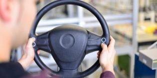 Wie man im Auto mit flexiblen Silikon-Sensoren Geräte stufenlos steuert