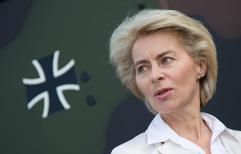 Bundesverteidigungsministerin Ursula von der Leyen will für das Schlachtfeld Internet aufrüsten.