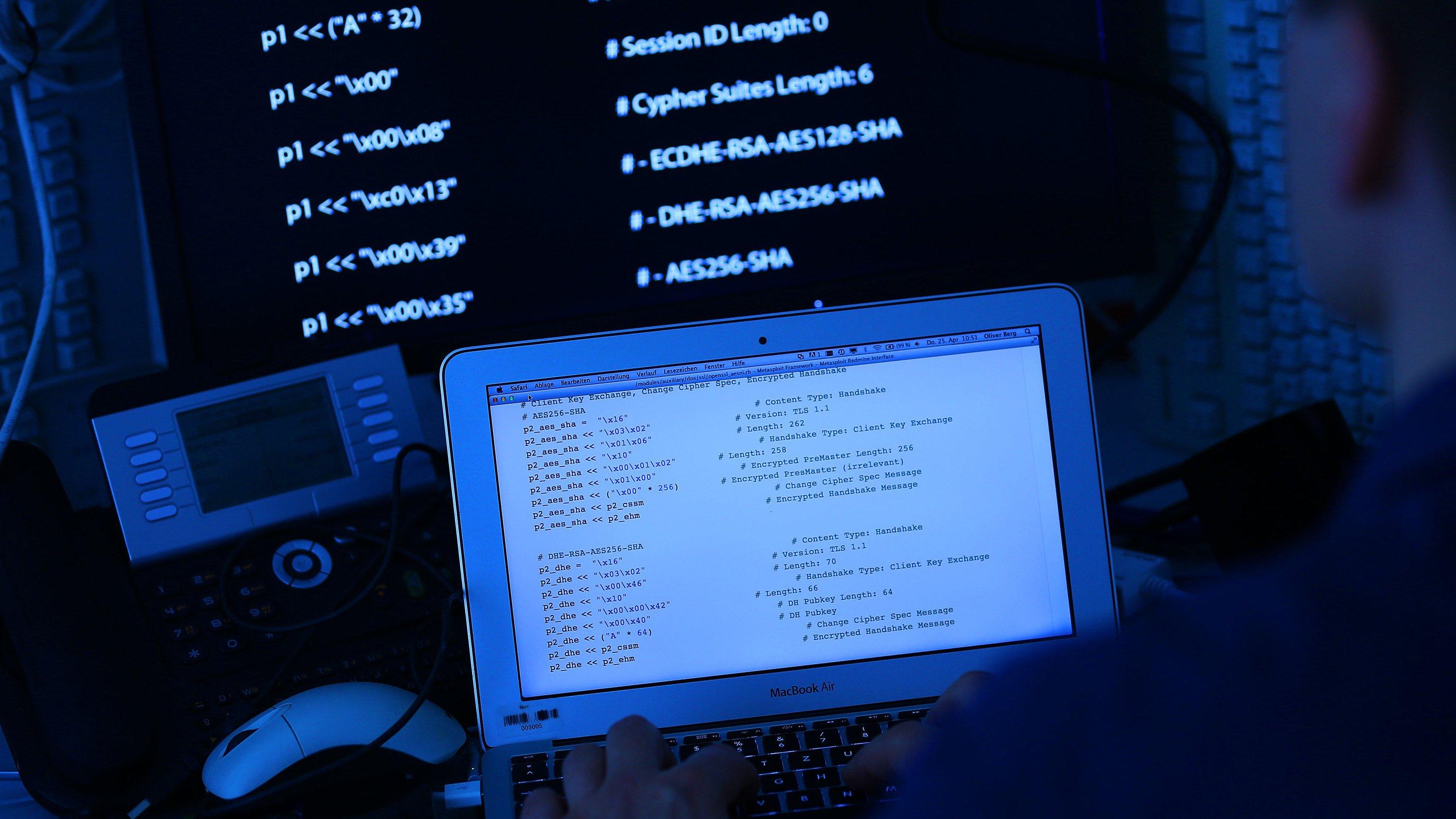 Cyberwar: Die Kriege der Zukunft werden wohl nicht nur mit Kampfflugzeugen, Kriegsschiffen und Bodentruppen geführt. Der Computer dürfte auch als Waffe immer mehr an Bedeutung gewinnen.