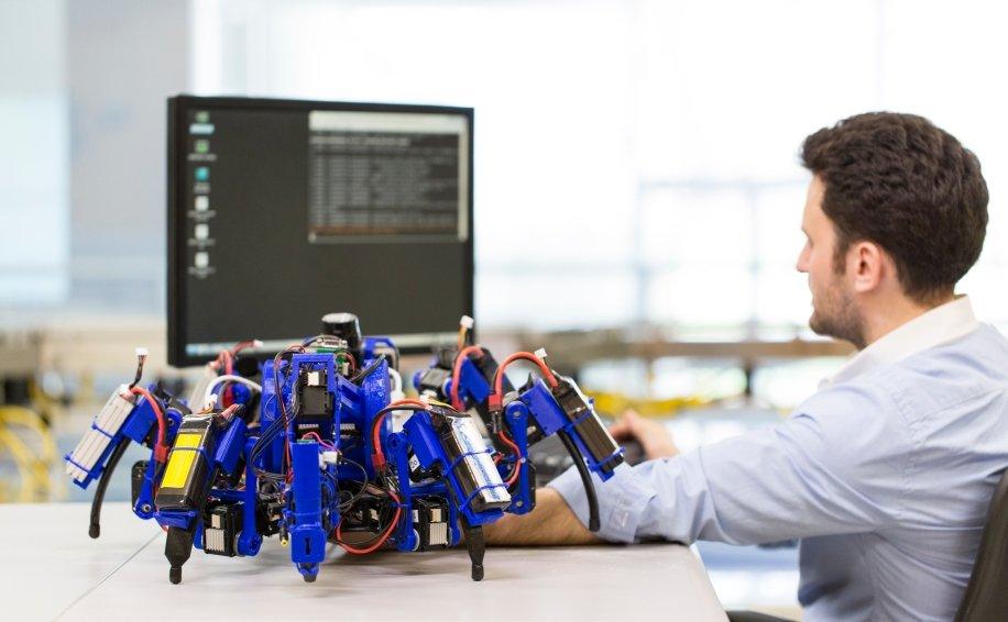 SiSpis: Die Spinnenroboter von Siemens sind mobile 3D-Drucker, die in Gruppen zusammen arbeiten können.