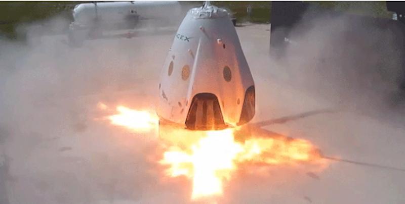 Red Dragon soll mit acht Rückstoßtriebwerken auf dem Mars landen. Bisherige Missionen setzen auf Fallschirme und Luftkissen zur Abfederung.