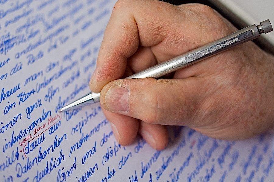 Bis heute schreibt Heiko Mell seine Kolumnen mit den Füllhalter.