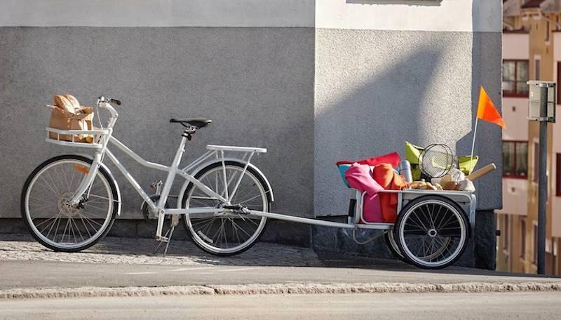 Vor allem mit dem Anhänger und dem flachen Transportkorb vorne ist das Ikea-Rad Sladda ziemlich gut für den familiären Alltagswahnsinn geeignet.