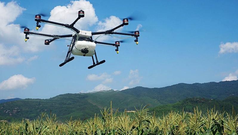 Agras MG-1: Die Drohne des chinesischen HerstellerDJI versorgt Äcker mit Flüssigdünger, Unkrautvernichtungsmitteln und Pilzhemmern.