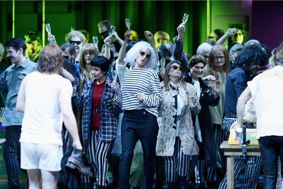 """Nach der Premiere der """"Hamletmaschine"""" am Opernhaus Zürich wurde die musikalische Qualität der Aufführung sehr gelobt: Dazu hat auchdie eingesetzte SpatialSound Wave-Technologie beigetragen."""