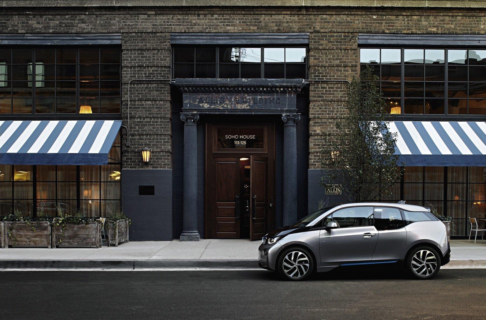 BMW i3 in Chicago: Auch die ältere Versionen des i3 lassen sich mit der neuen Batterie ausstatten. Was der Batteriewechsel kostet, hat BMW noch nicht mitgeteilt.