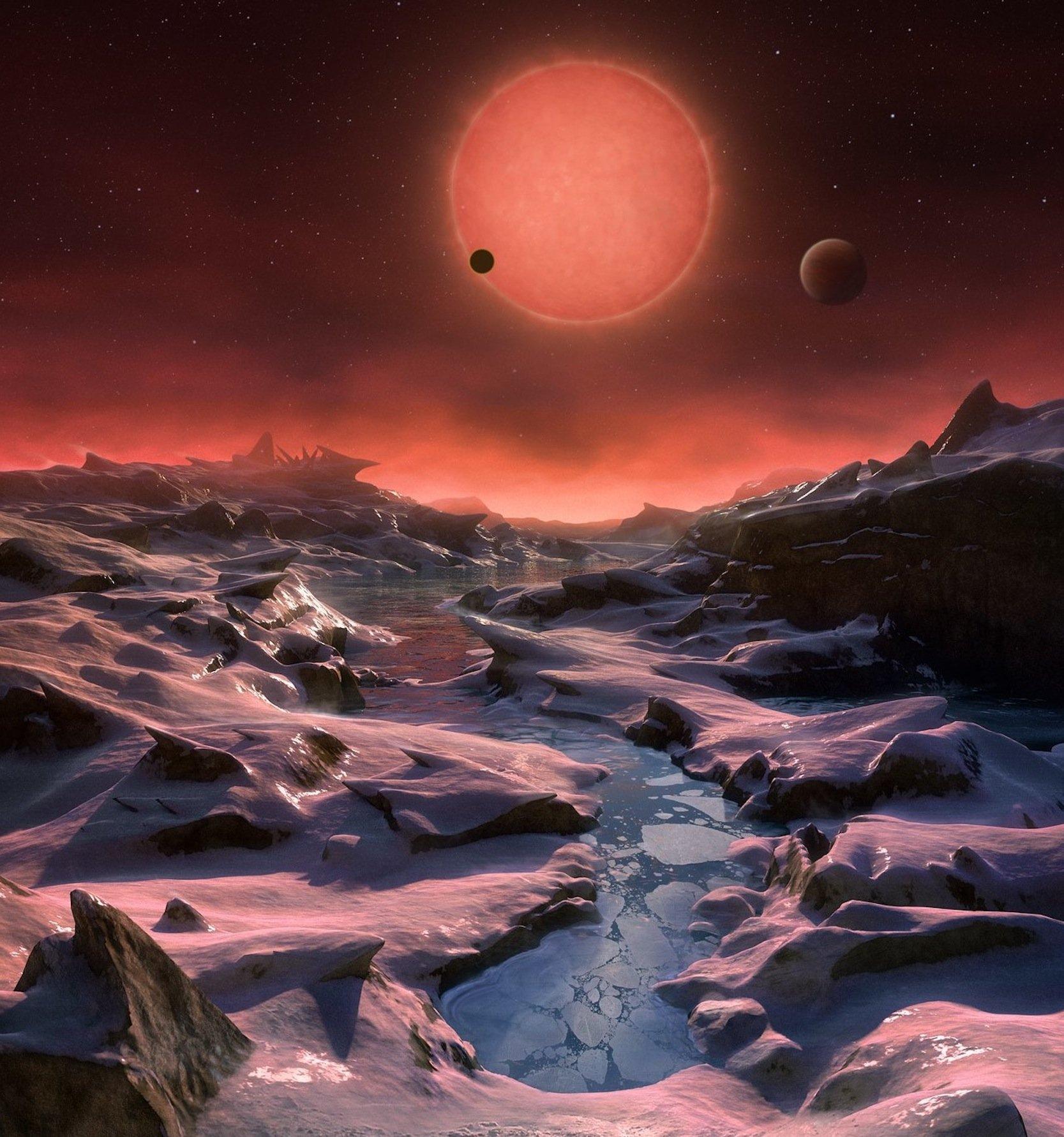 Künstlerische Darstellung der Oberfläche eines der erdähnlichen Planeten im Sternbild Wassermann, die den sehr kühlen Zwergsterns Trappist-1 (im Hintergrund) umkreisen.
