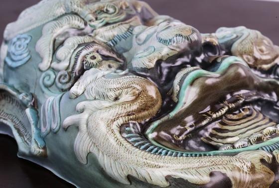 Farbige 3D-Kopie: Das Plastik-Replikat einer chinesischen Maske gleicht dem Original aufs Haar.