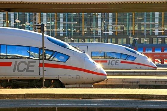 ICE-Züge im Hauptbahnhof München: Die Bahn arbeitet an einer Fahrkarte, die auf einer Strecke in allen Verkehrsmitteln gilt.