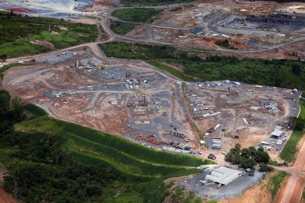 Die Baustelle im April 2012: Der Belo Monte Staudamm wird400.000 Hektar überfluten. Dafür müssen mindestens20.000 Menschen umgesiedelt werden.