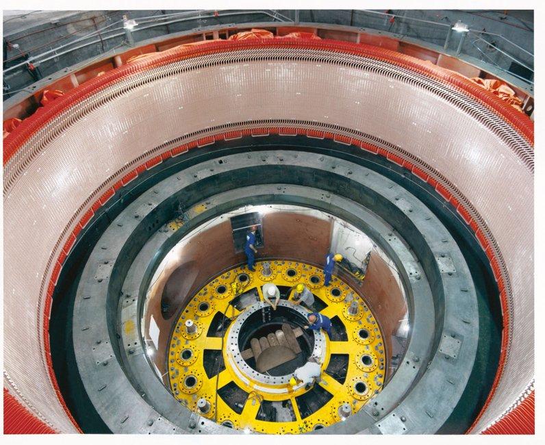 Brasilien setzt auf Wasserkraftwerke – und Technik aus Deutschland. Das Foto zeigt eine Generatormodernisierung der Firma Voith im brasilianischen Wasserkraftwerk Furnas.