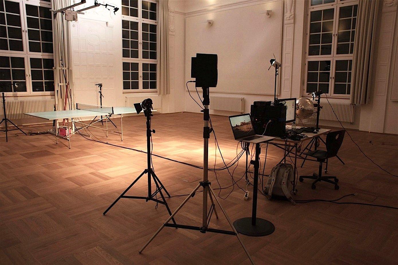 Die Tischtennisplatte von Thomas Mayer braucht Highspeedkameras und einen HD-Projektor.