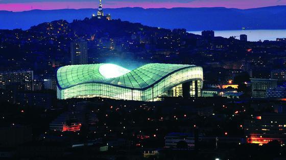Das Stadion von Marseille: Einige der zehn EM-Stadien in Frankreich sind architektonische Schmuckstücke. DasStade Velodrome in Marseille gehört auf jeden Fall dazu.