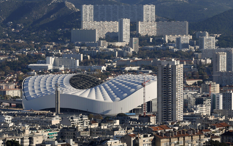 Das erste Stade Velodrome wurde schon 1937 errichtet für damals beeindruckende 30.000 Zuschauer. Das Stadion wurde immer wieder vergrößert, ausgebaut und zur EM spektakulär erweitert auf 67.000 Zuschauer.