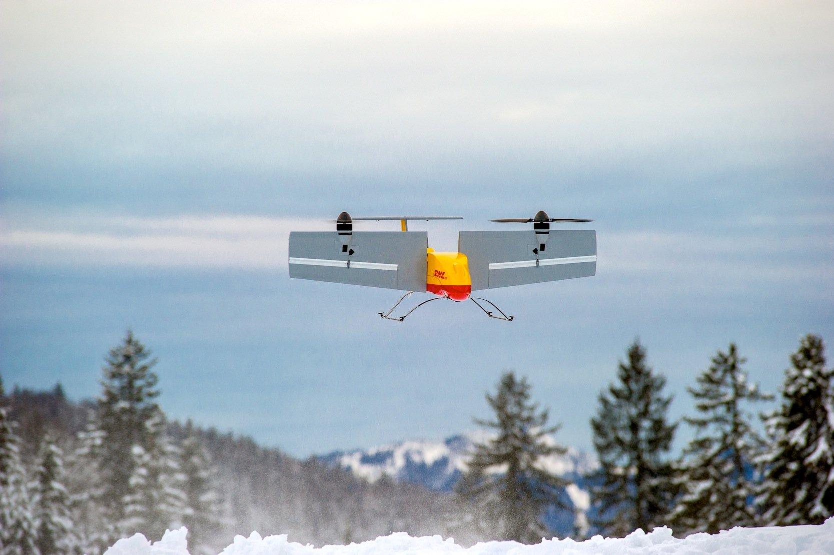 Die Deutsche Post DHL will in der Zukunft dünn besiedelte oder schwer zugängliche Gebiete mit Drohnen beliefern.