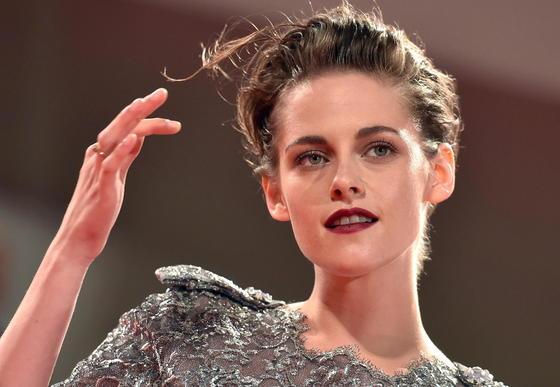 For ever young: US-Schauspielerin Kristen Stewart muss noch keine Gedanken an Falten verschwenden. Und wenn sie einmal in Jahre kommt, wird die von MIT-Forschern entwickelte zweite Haut sicherlich als Creme auf dem Markt sein. Stewart wurdedurch ihre Rolle als Bella Swan in den Verfilmungen der Twilight-Romane von Stephenie Meyer bekannt.