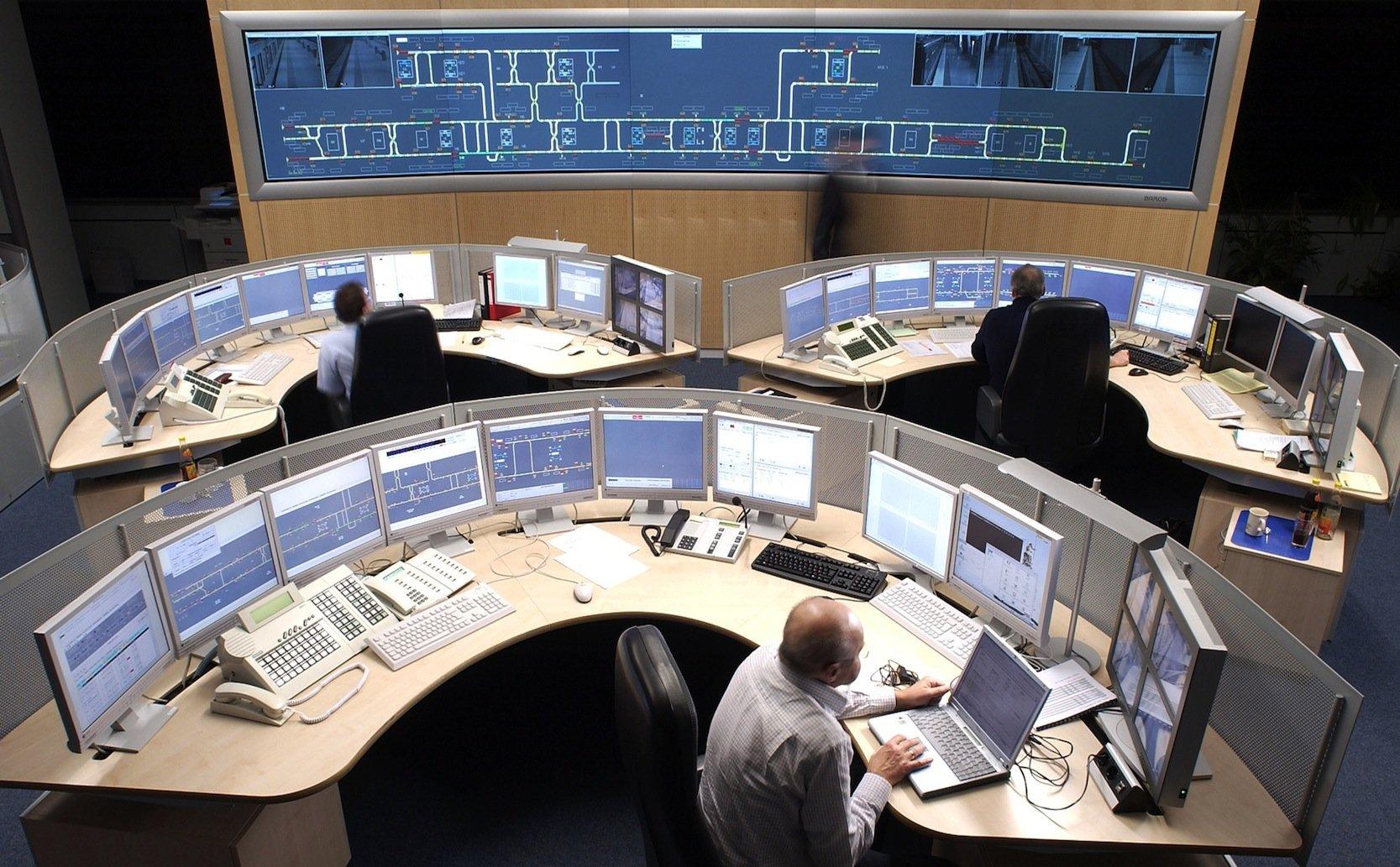 Die Leitzentrale der Nürnberger Verkehrsbetriebe: Die Daten der fahrerlosen U-Bahnen laufen hier zusammen und werden von einenHochleistungsrechner analysiert.