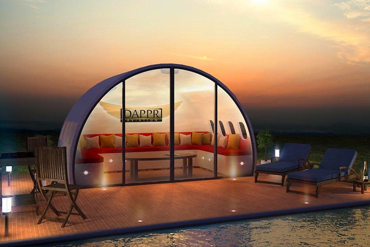 Auch sehr schön: Ein Aeropod, eine Gartenlaube aus einem Flugzeugrumpf, für den gemeinsamen Blick auf den Swimming Pool.