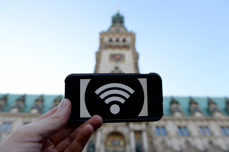 Die Stadt Hamburg bietet in einem Pilotprojekt seit Mitte April 2016 kostenloses, unbegrenztes WLAN an. In einem Bereich von 500 m zwischen Alstertor, Gerhart-Hauptmann-Platz und Ballindamm kann in dem Netz mit dem Namen